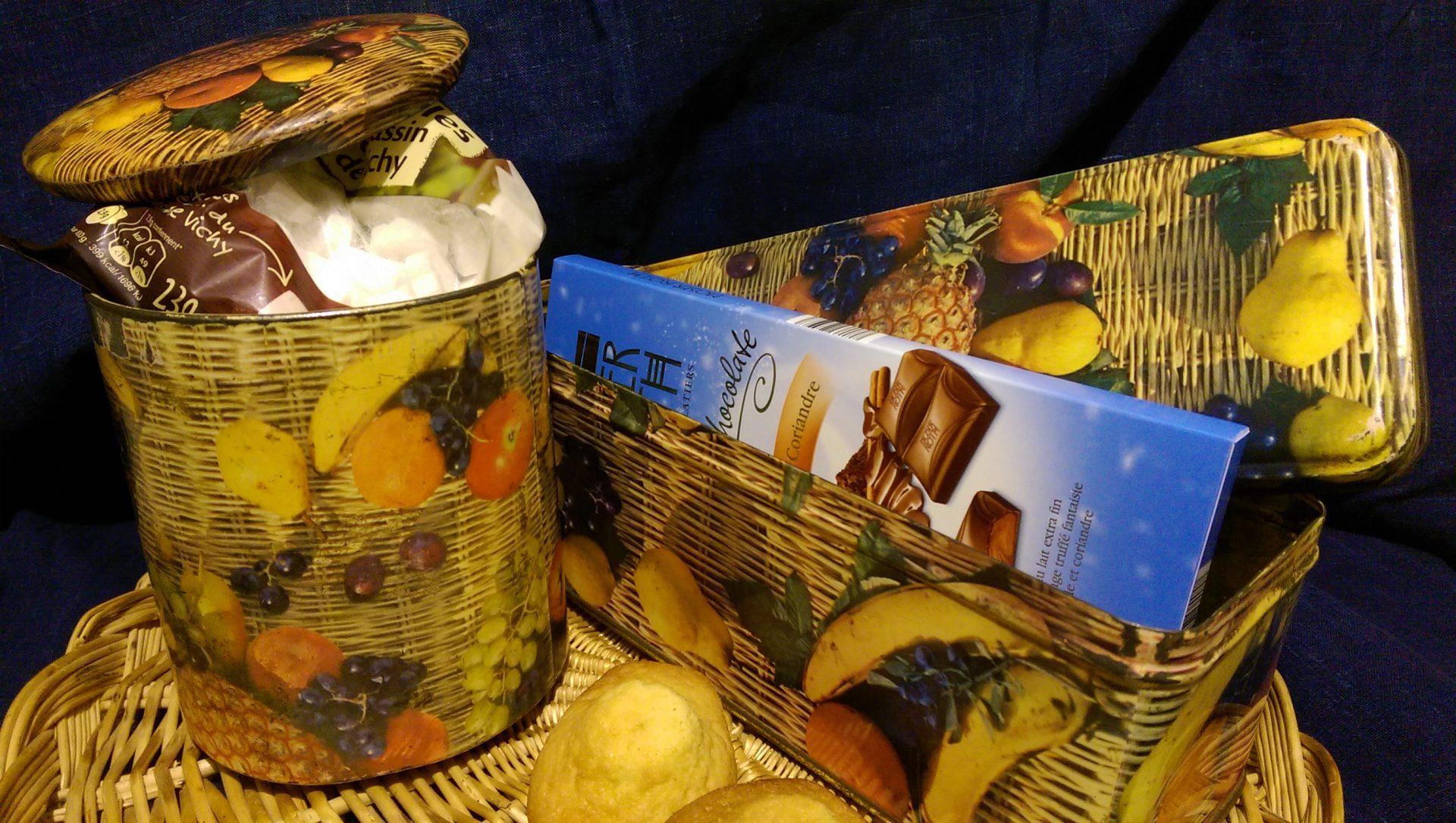 La boîte à gâteaux et la boîte à bonbons - Crédit photo izart.fr