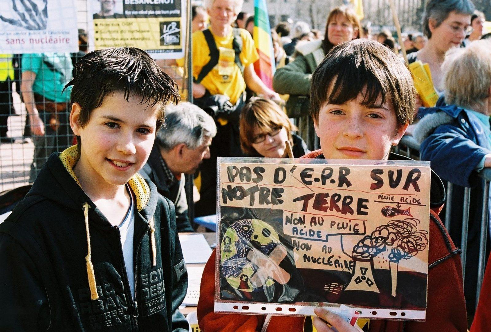 Petit à petit on nous prépare à la guerre - Crédit photo izart.fr