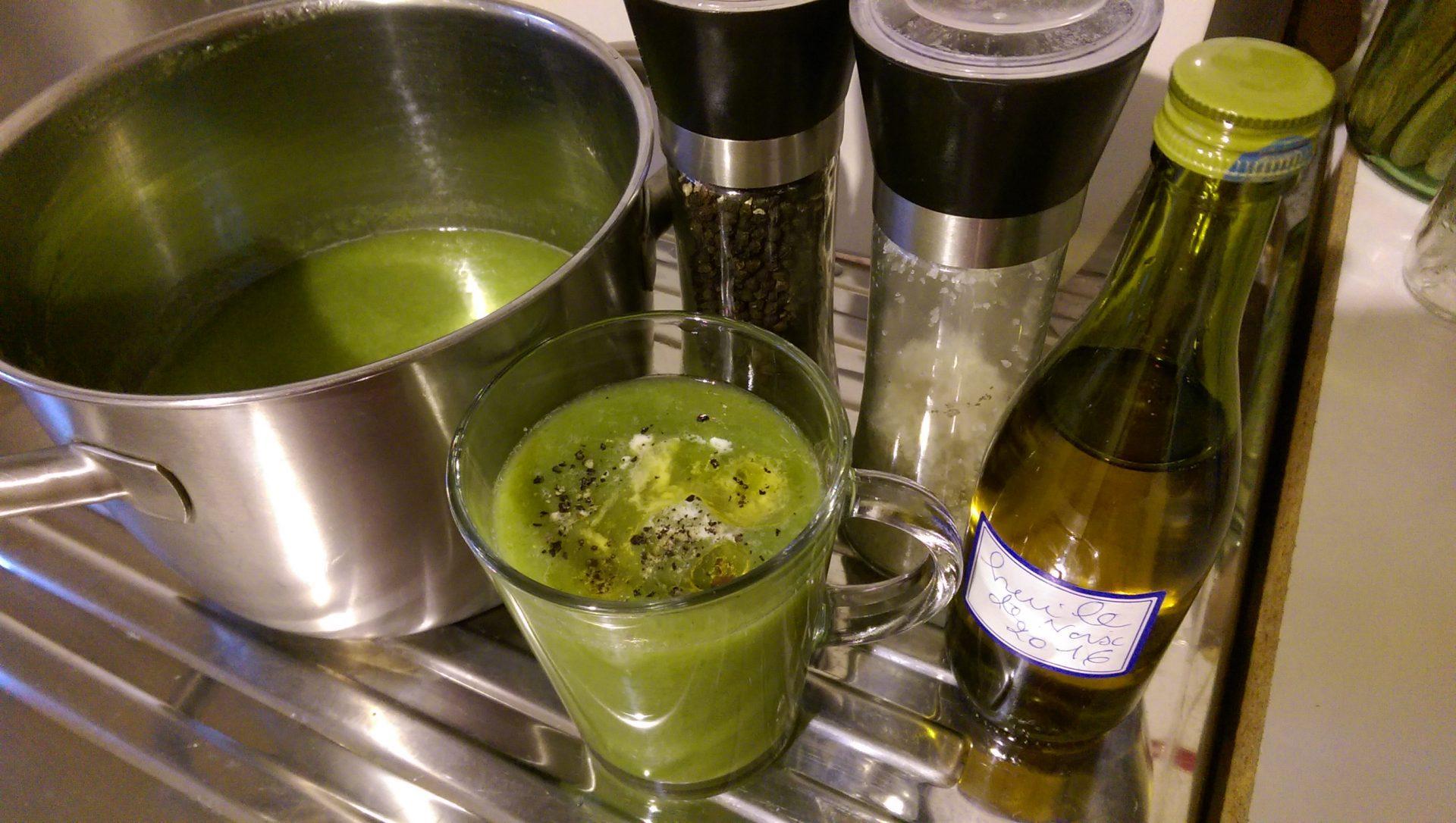 Recette N° 98 - Soupe simple et verte à effet maxi - Crédit photo izart.fr